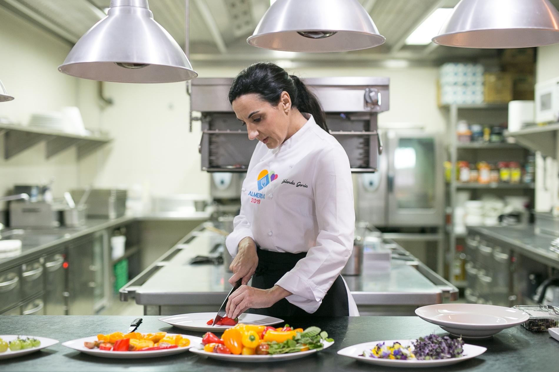 Yolanda reivindica la cocina tradicional de su tierra. Foto: Javier Lozano / Maquinaria Creativos.