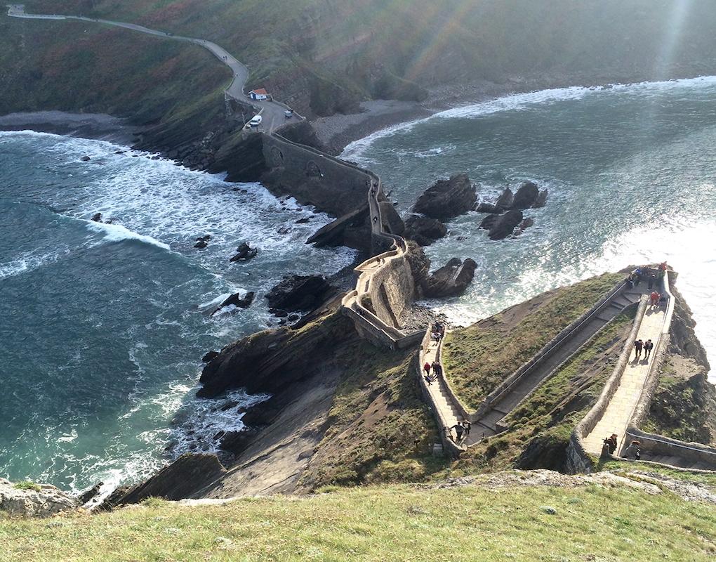 Esta isla, montañosa y escarpada, ha servido de localización al equipo de Juego de Tronos. Foto: J.S.