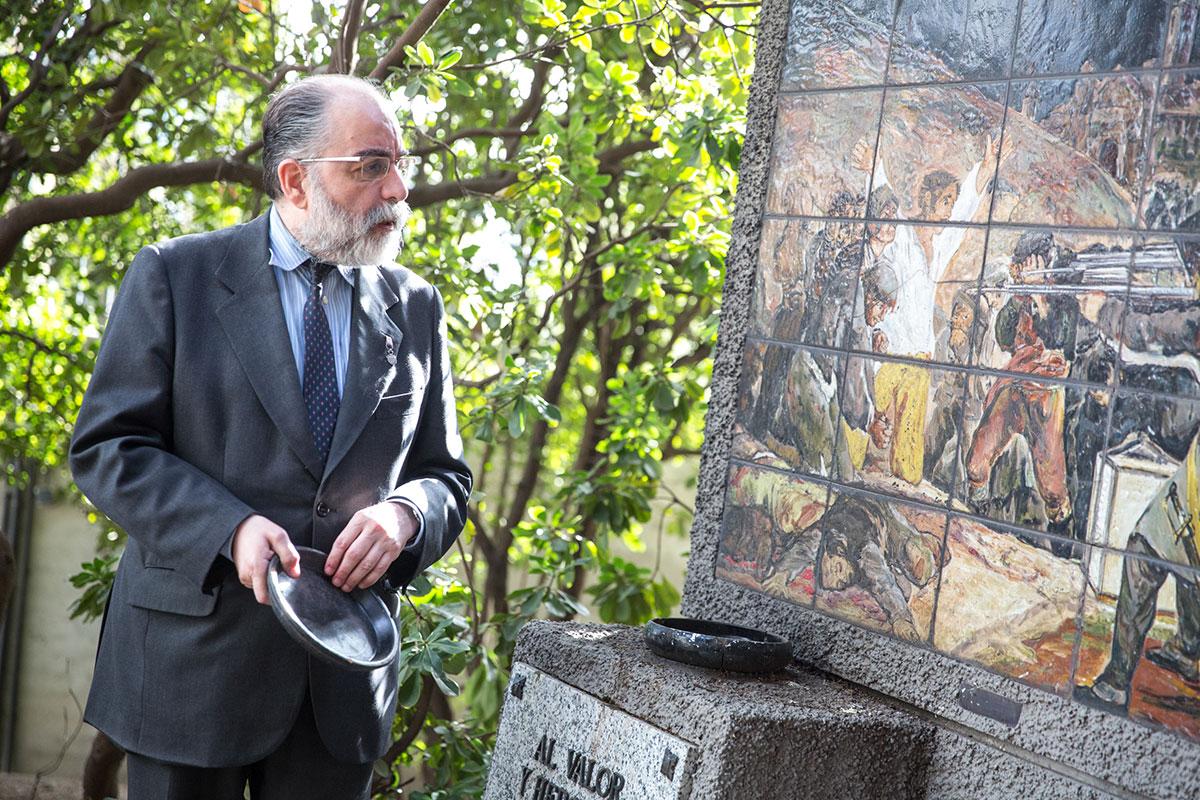 José Luis Sampedro, el guía y presidente de la Sociedad Filantrópica de Milicianos, propietaria del cementerio de La Florida, en Madrid.