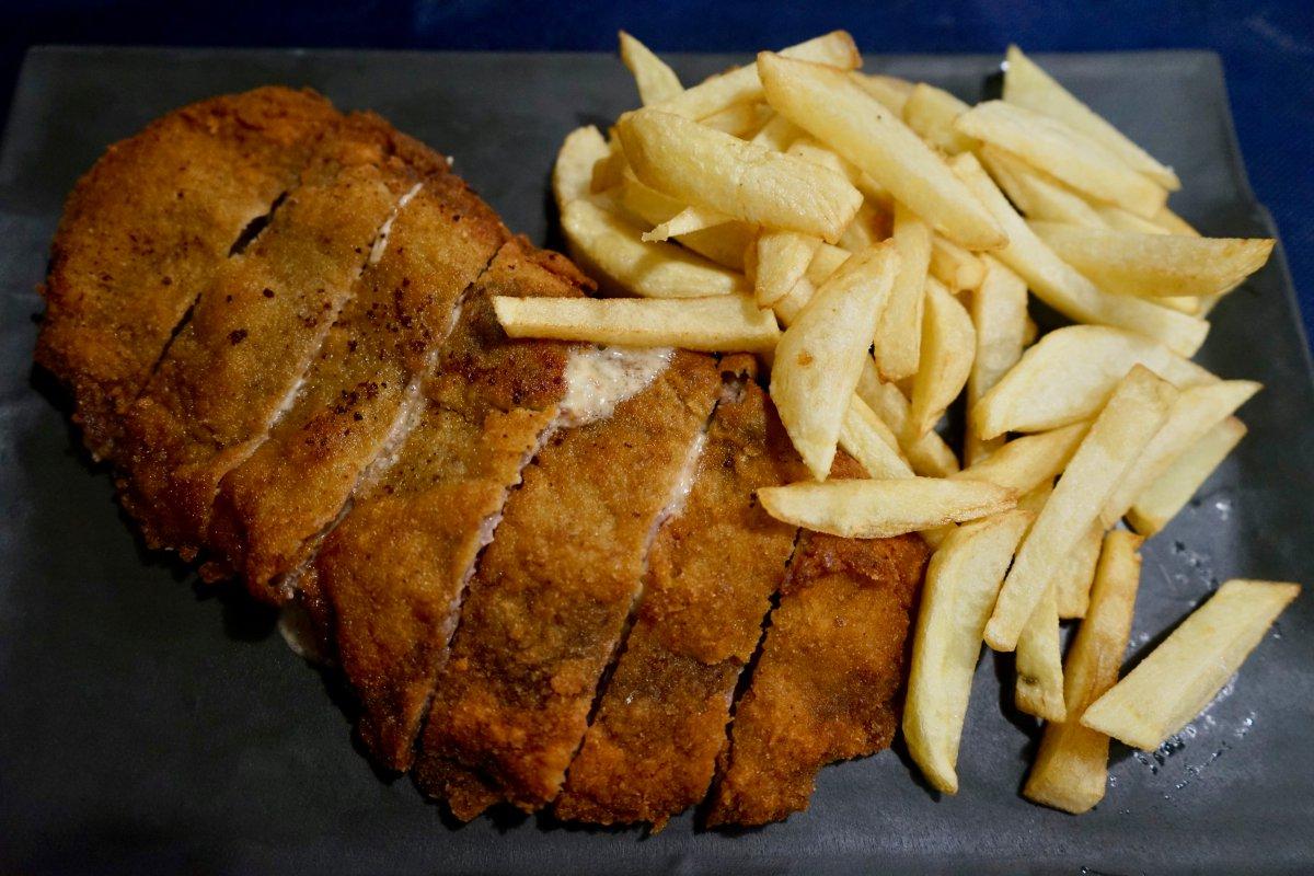 El 'cachopo' es uno de los platos estrella del restaurante 'El Torneiro'.