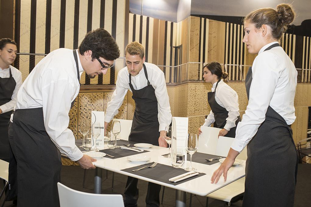 Alumnos de la Basque Culinary Center durante Gastronomika 2016. Foto: Sofía Moro.