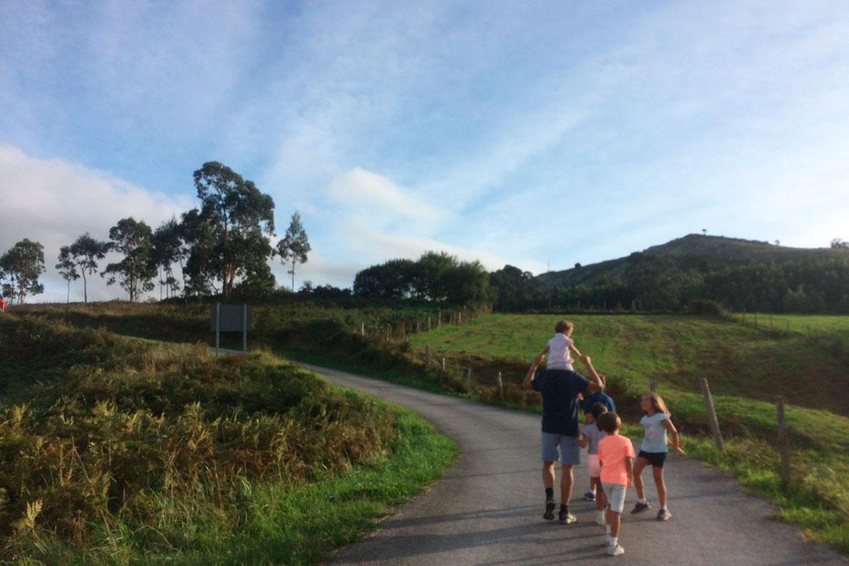 Rutas por Cantabria: Camino de la ruta de Liendo. Foto: Johanna Saldón