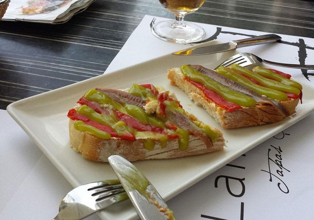Tosta de anchoas del Cantábrico. Foto: La Minerva (Twitter).