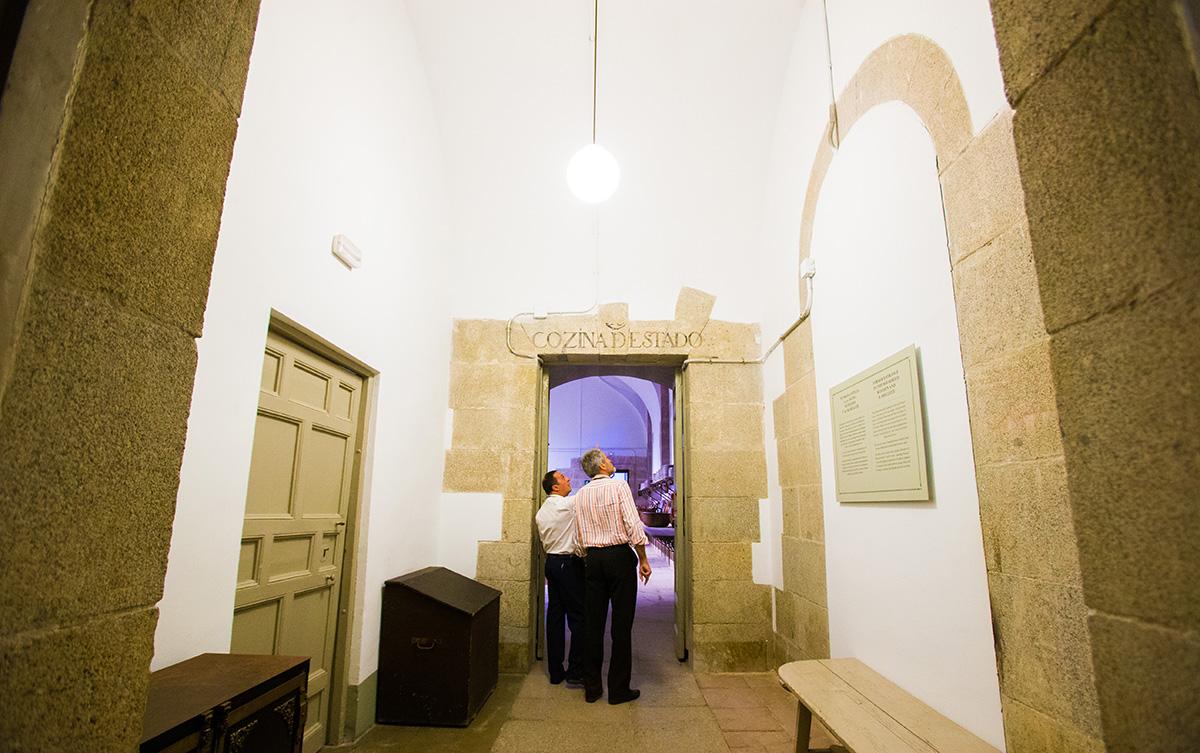Cocinas Palacio Real: El nombre de cada estancia aparece en el dintel de la entrada. Foto: Máximo García