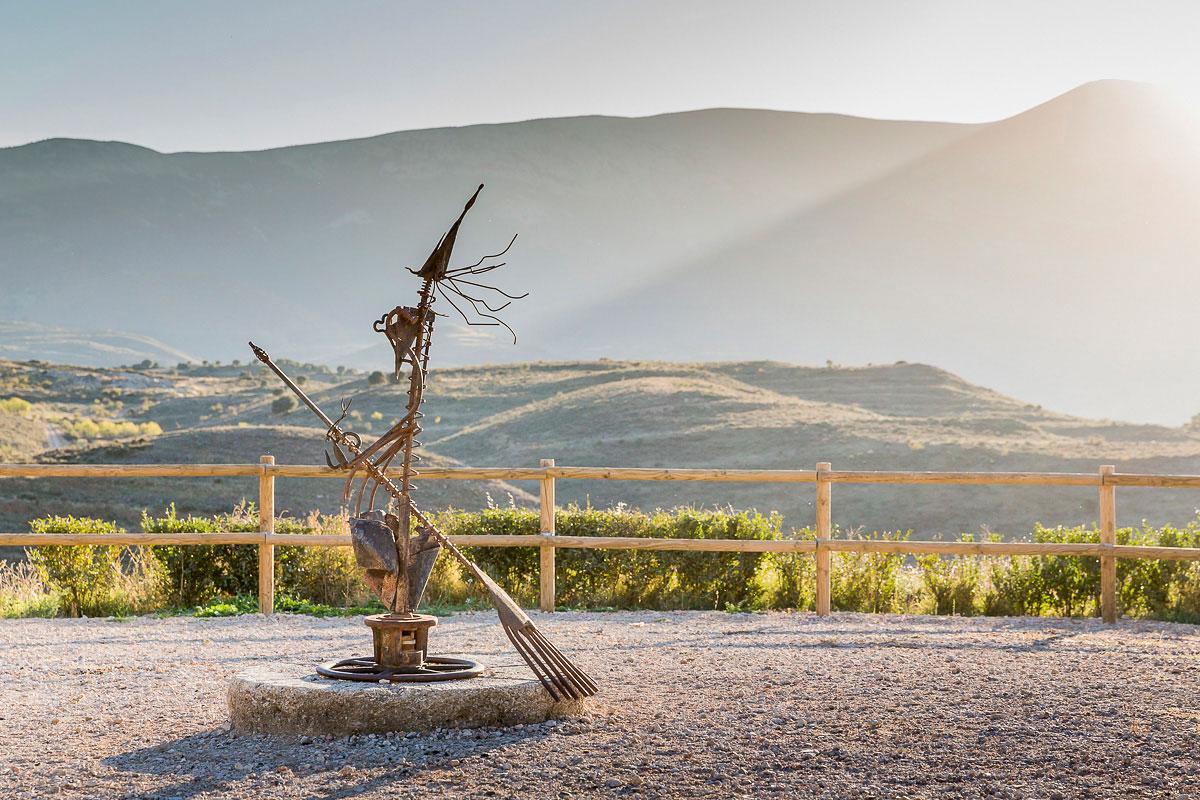Trasmoz: Escultura que recuerda a la última bruja asesinada: la Tía Casca. Foto: Ferrán Mallol