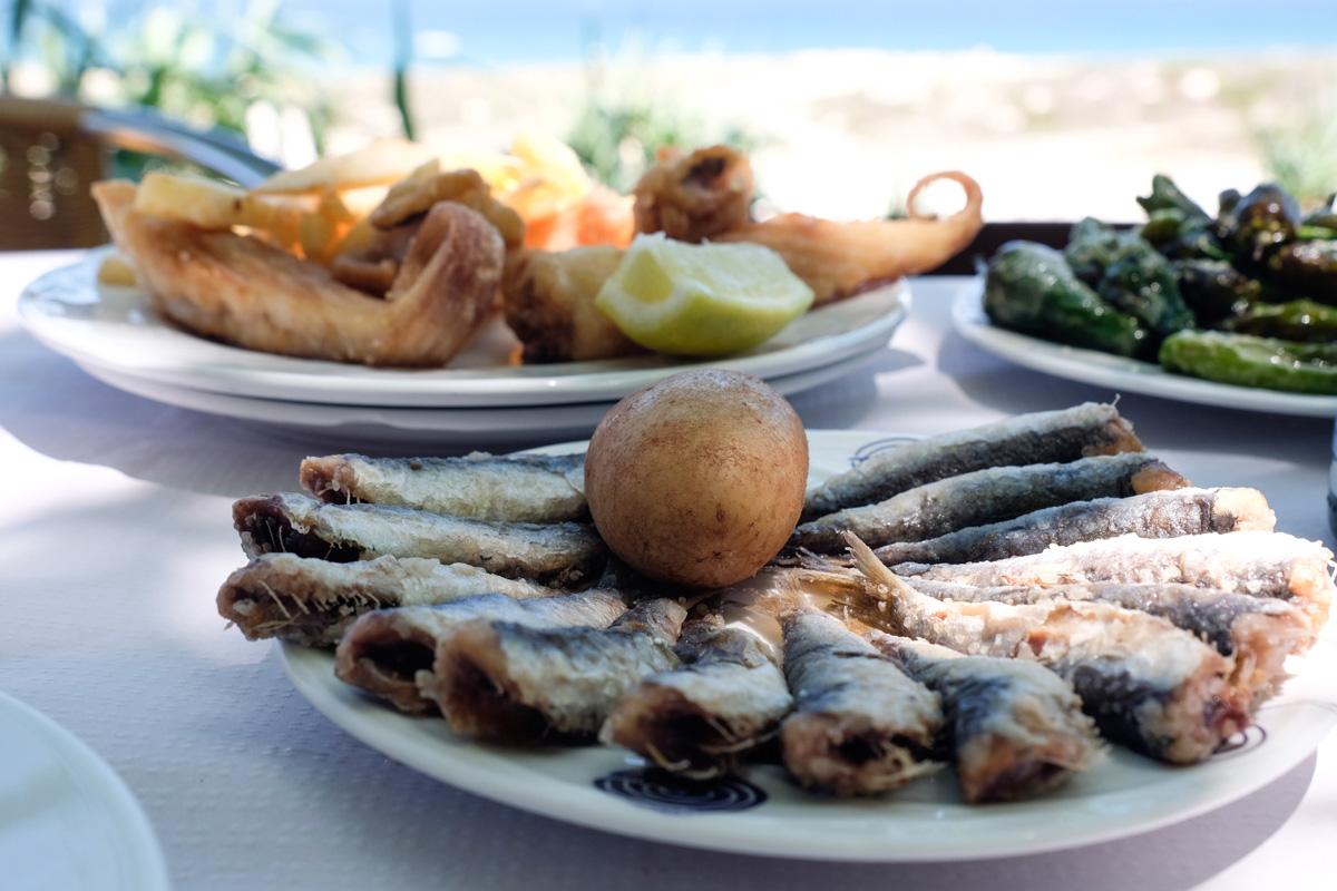 Xoubas y raya del 'Restaurante Serafín' para comer junto al mar.