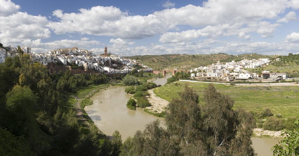 El Guadalquivir a su paso por Montoro. Foto: Shutterstock.com.