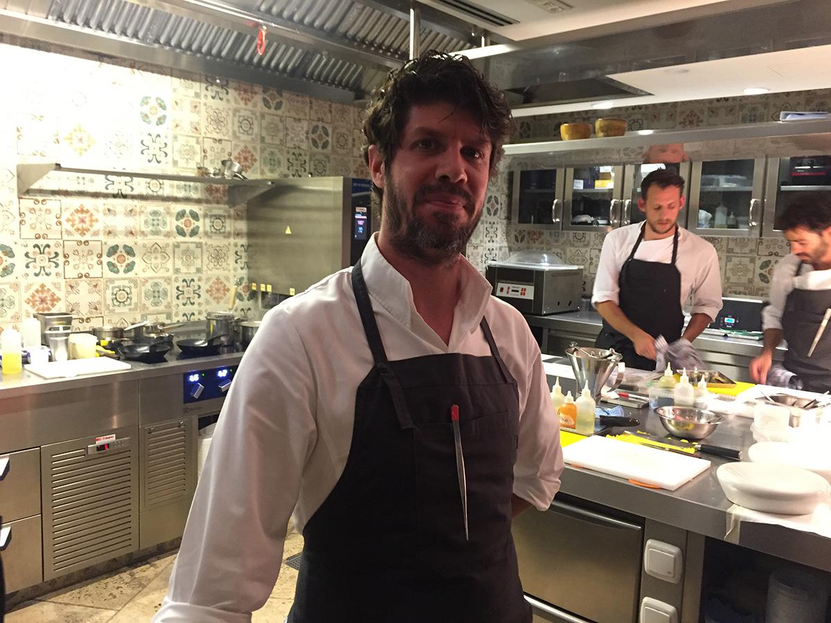 El cocinero, nacido en Argentina, destaca por su protitud para diseñar platos nuevos.
