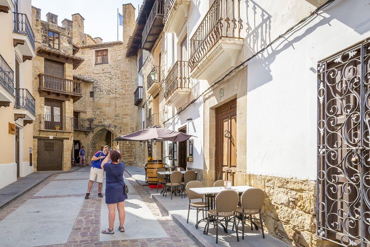 Los balcones elaborados con forja son una característica típica de Rubielos de Mora.