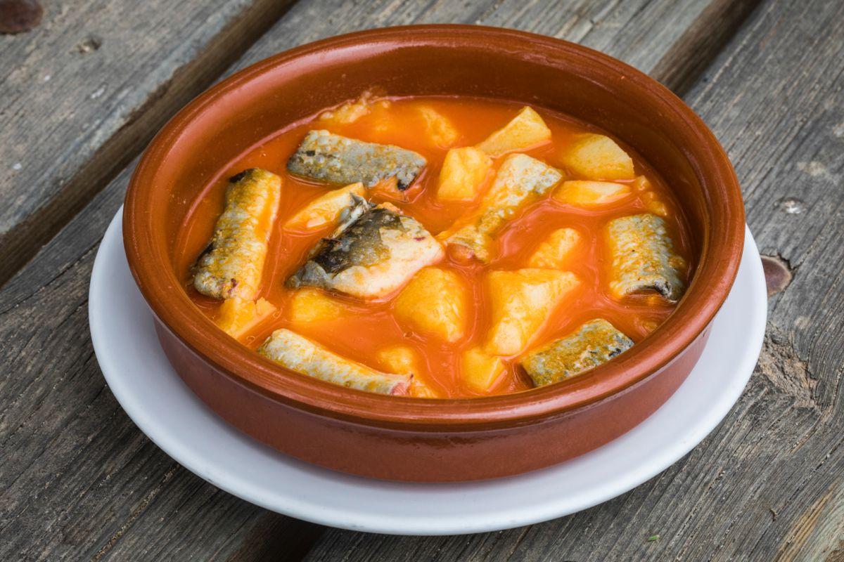 Un plato del guiso 'All i pebre', típico de la localidad valenciana de Catarroja.