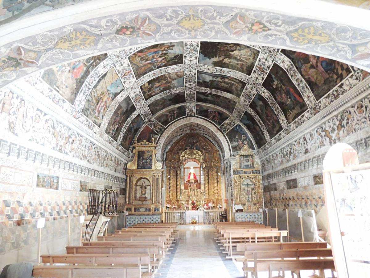"""Así de bella luce la conocida como """"Capilla sixtina extremeña"""". Foto: turismoextremadura.com."""