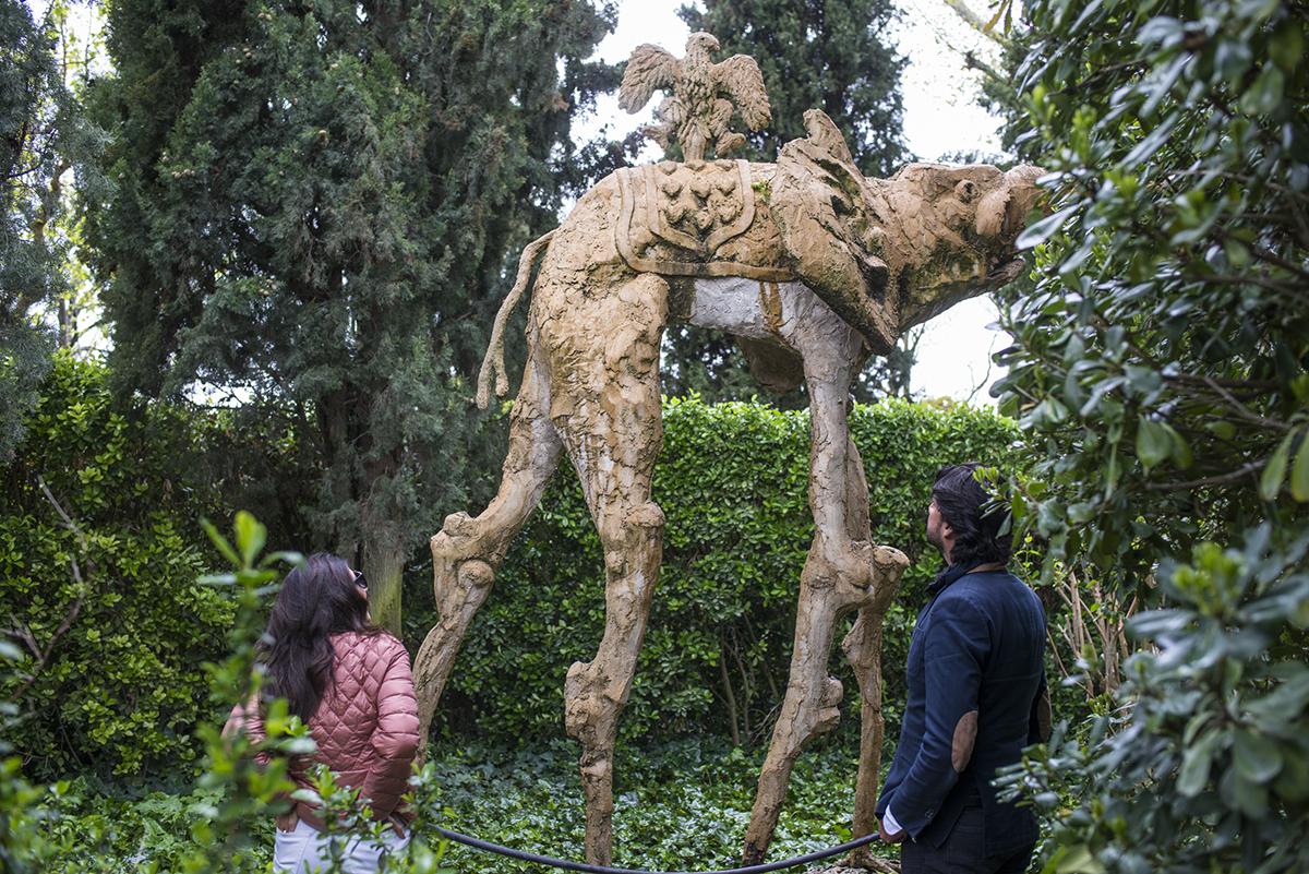 Los elefantes-fuente del Jardín de Púbol, creado para Gala por Dalí, que enamora a los viajeros.