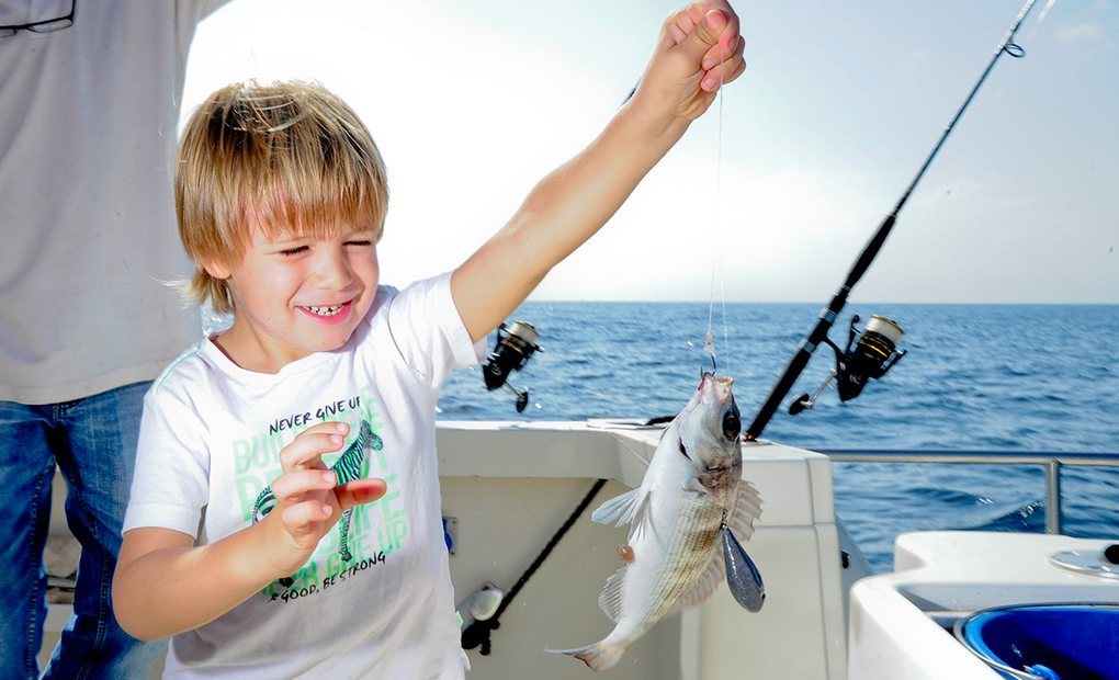 Ilusión en el barco con la pesca.