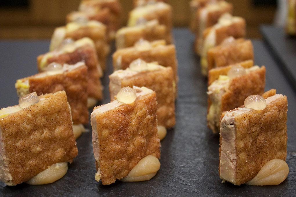 El 'pastisset' de aguardiente, boniato y foie gras. Foto: Facebook.