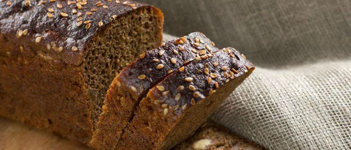 El pan negro o alemán, que asociamos con centroeuropa, es idóneo para alimentos grasos.