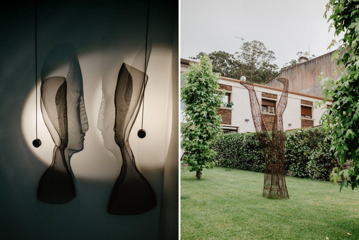 Esculturas de Arturo Álvarez en las escaleras y el jardín del restaurante 'Culler de Pau', en O Grove, Pontevedra.