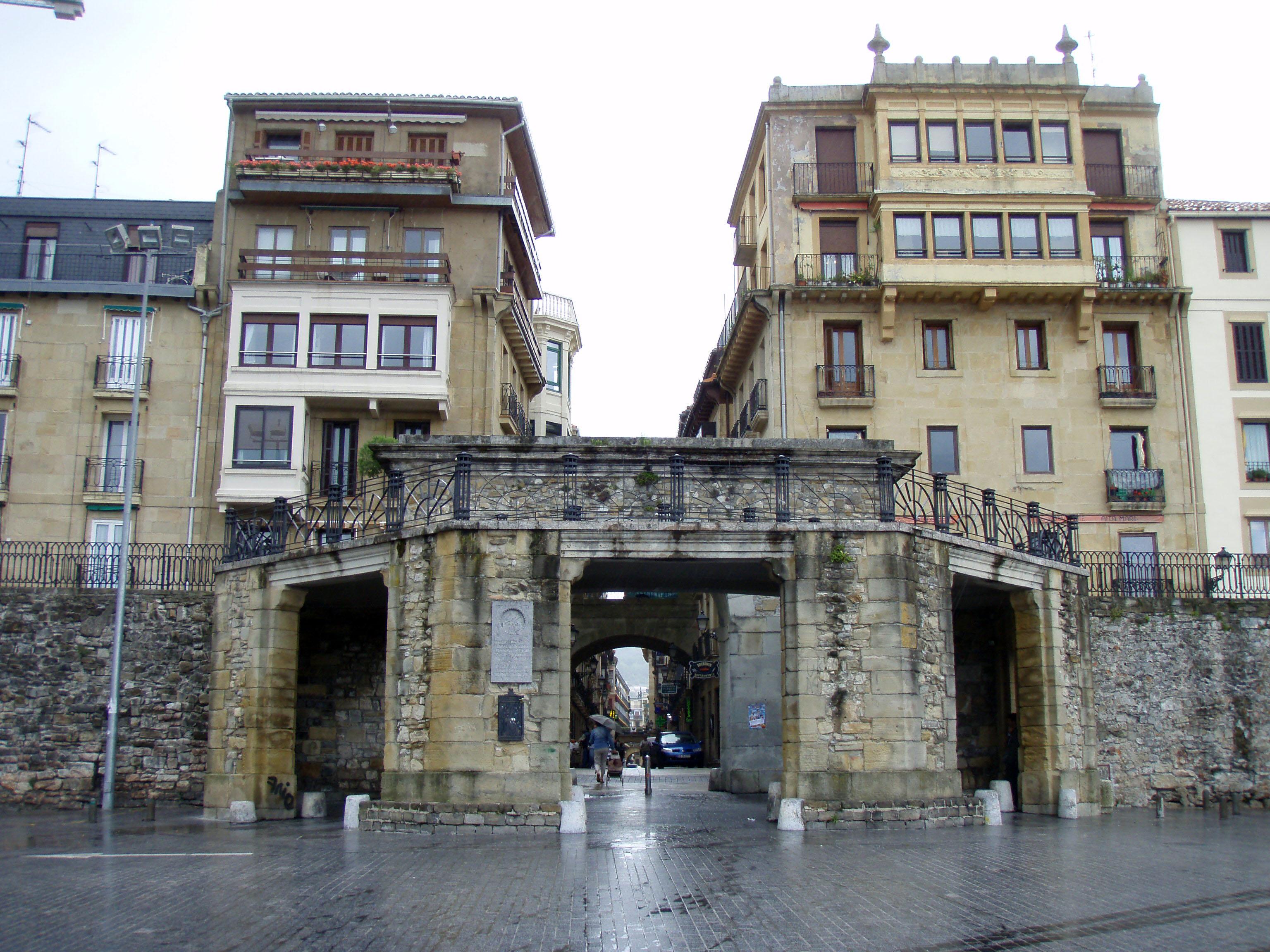 Entrada al Casco Viejo de Donostia - San Sebastián. Foto: Daniel Lobo. Flickr.
