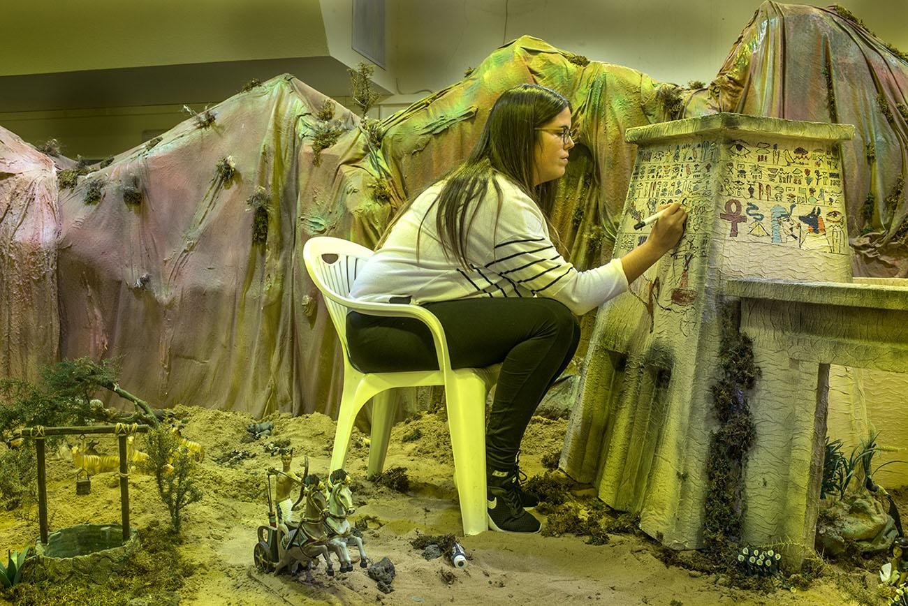 Noelia reproduce las pinturas que decoraban el pilón del Templo de Lúxor.
