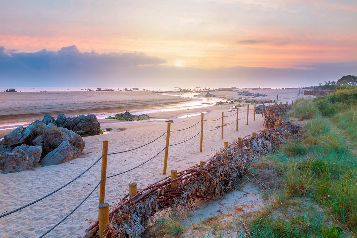 Rutas por Cantabria: Playa Tregandin, Noja. Foto: Shutterstock