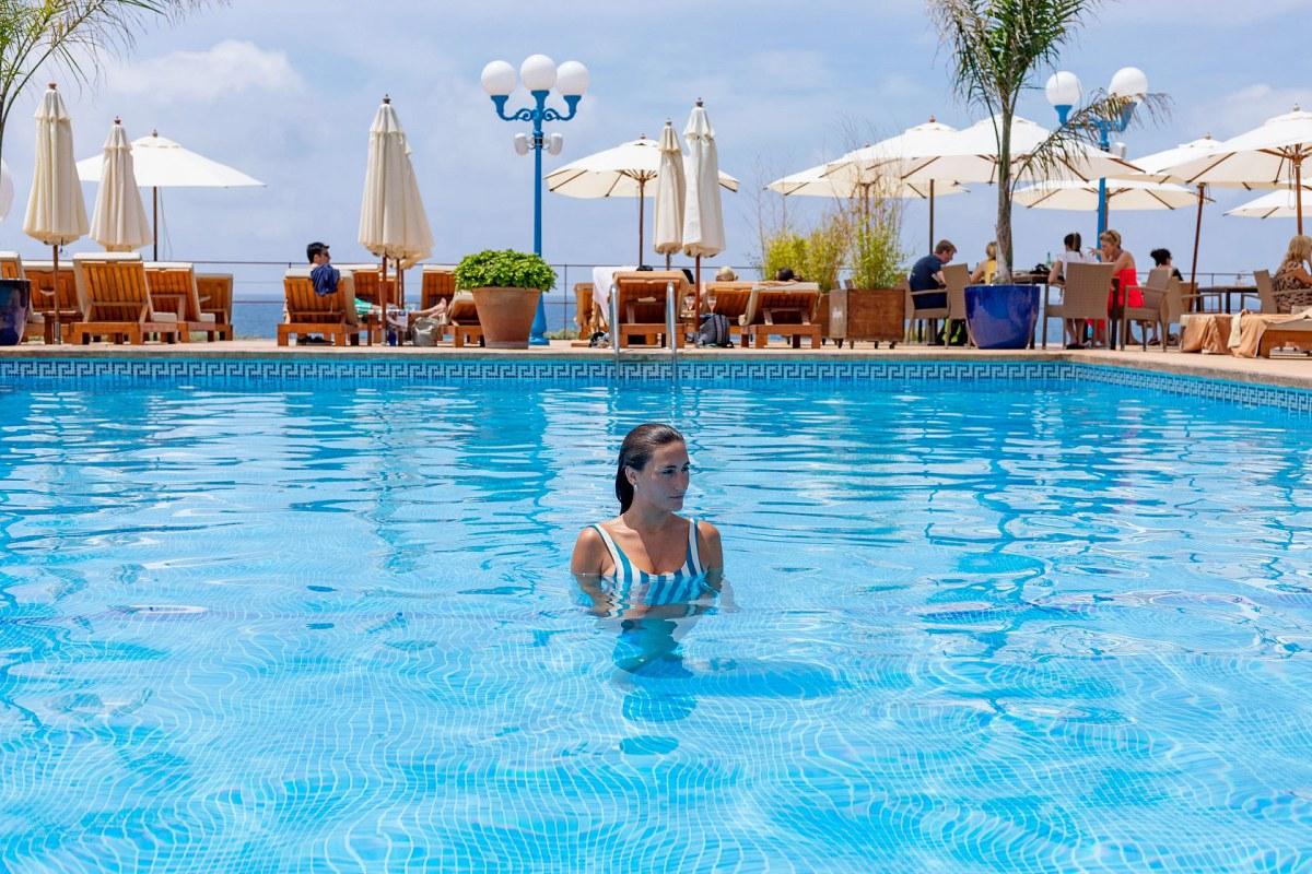 Y para los días más calurosos, la piscina invita a un chapuzón. Foto: Facebook.