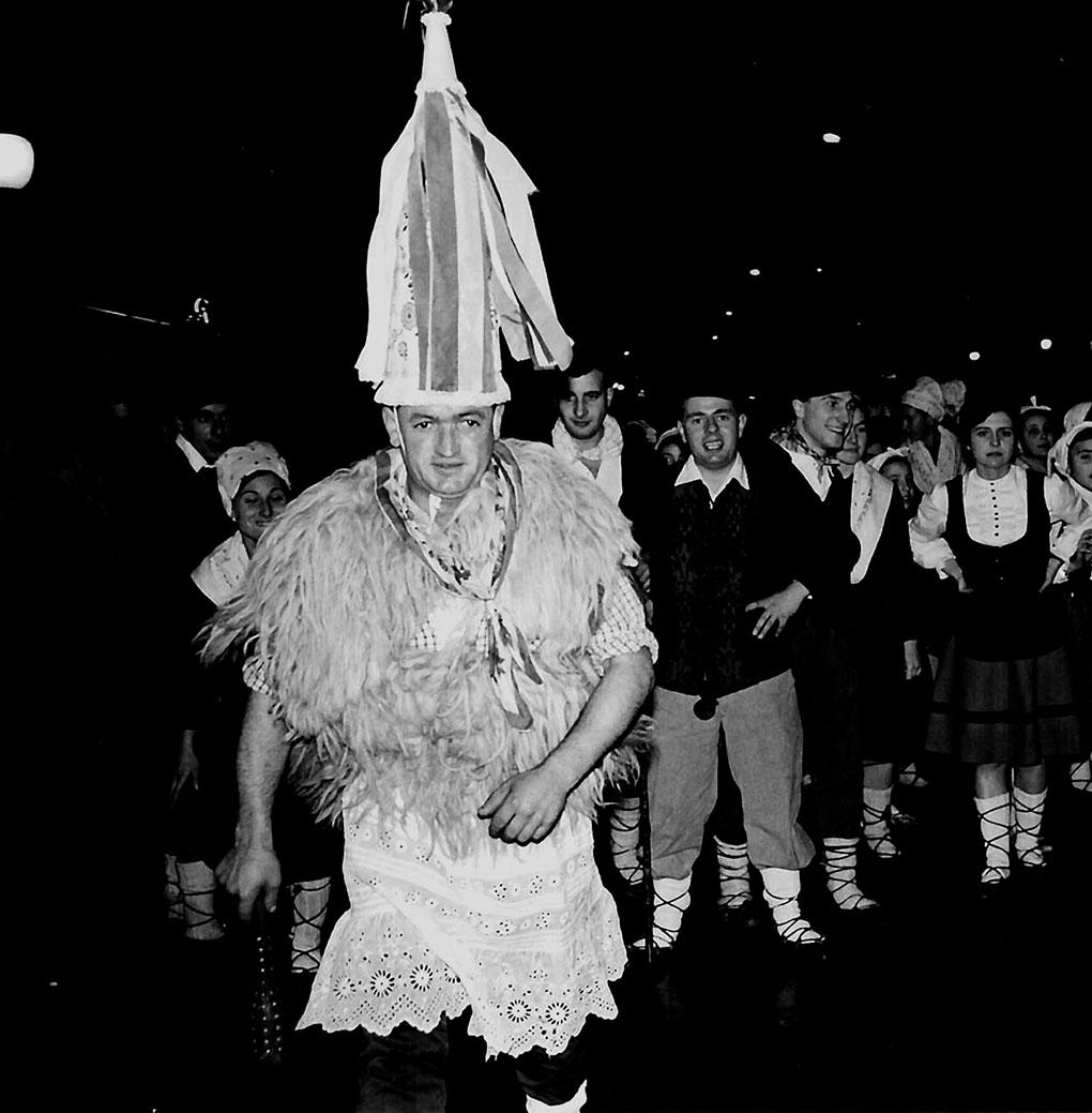 El desfile en Pamplona, en 1967. Foto: Asociación Amigos de Olentzero de Pamplona.