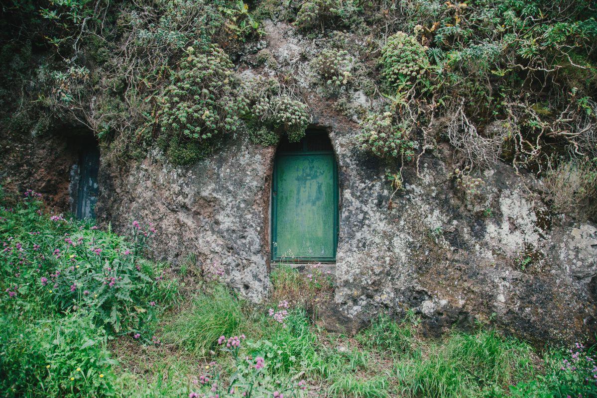Exterior de una de las casas cueva del parque rural de Teno, en Tenerife.