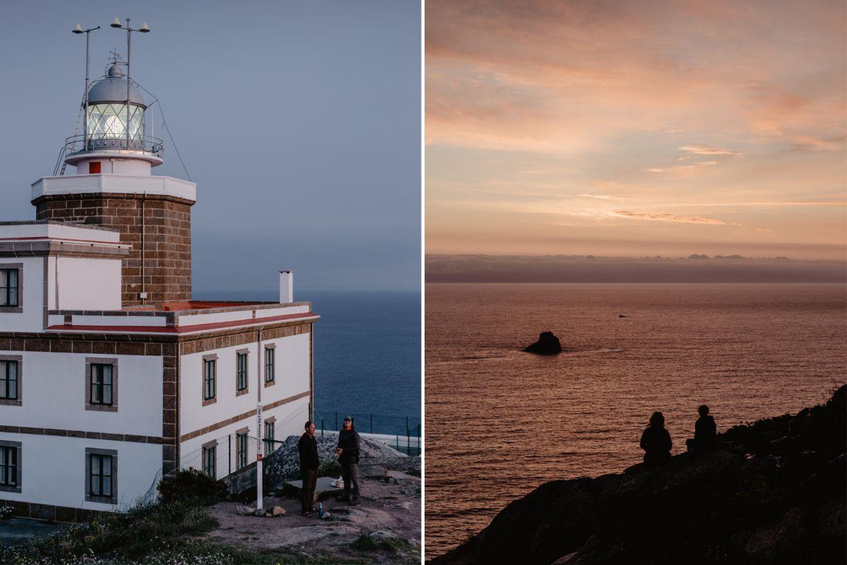 Unos peregrinos al atardecer en el faro de Finisterre, en O Camiño dos Faros (Costa da Morte, A Coruña).