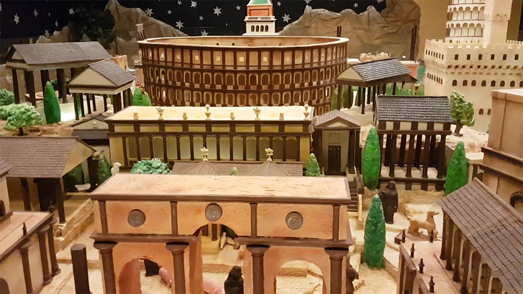 Este Coliseo romano solo resistirá en pie lo que dure la Navidad.