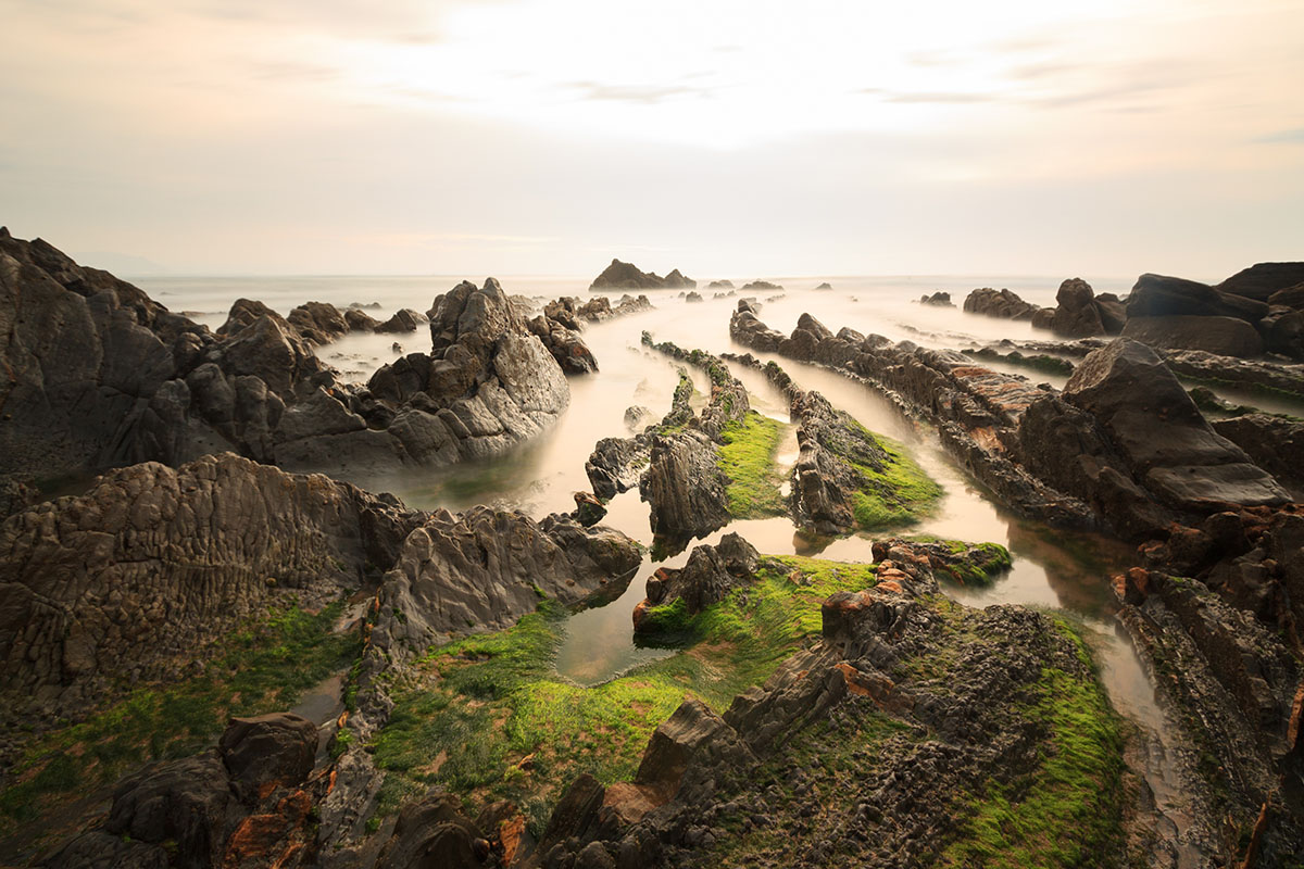 Las escarpadas playas de Barrika. Foto: shutterstock.