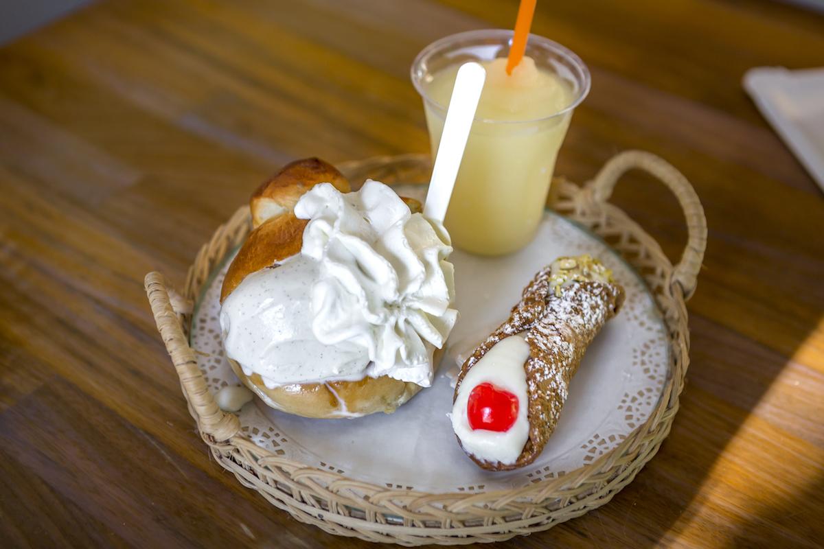 'Brioche gelato' de stracciatella y nata; 'cannoli' relleno de ricotta y 'granita' de limón, al más puro estilo italiano