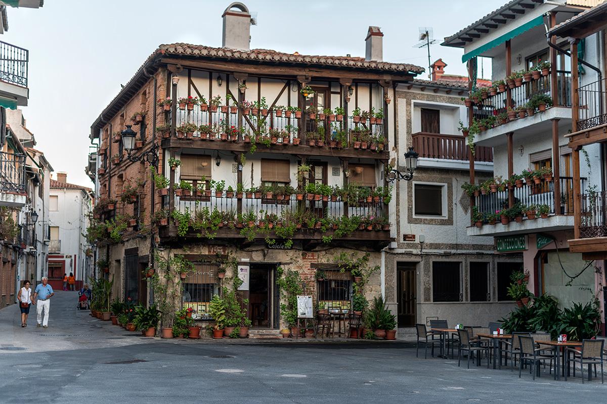 La florida Casa de las Flores del pueblo de Ávila.