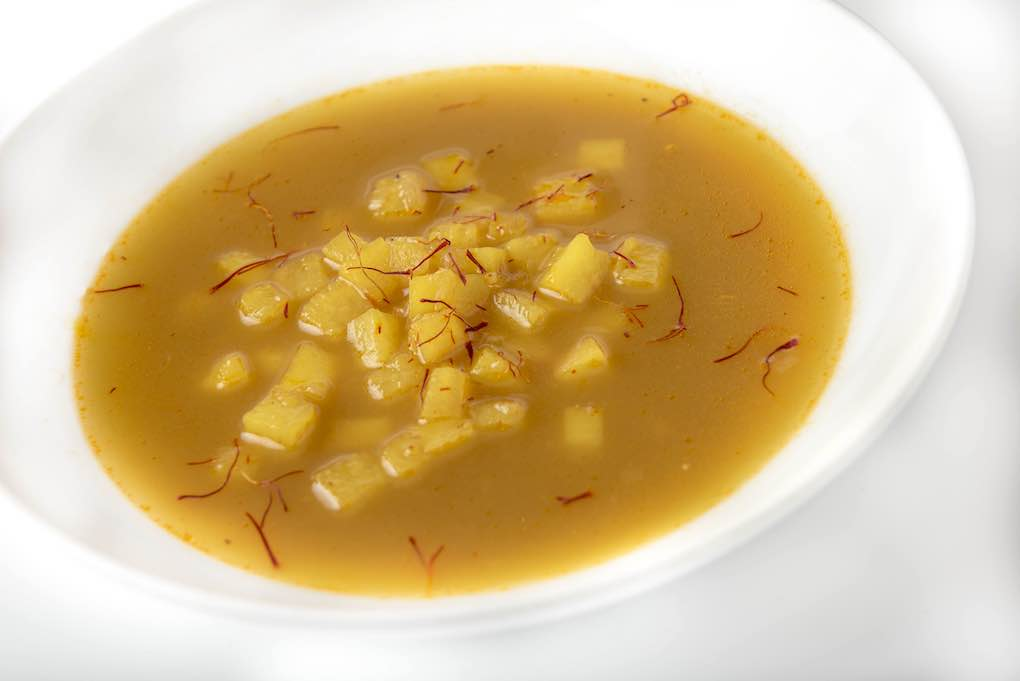 La sopa de la bullabesa, clave en el sabor. Foto: Estanis Núñez