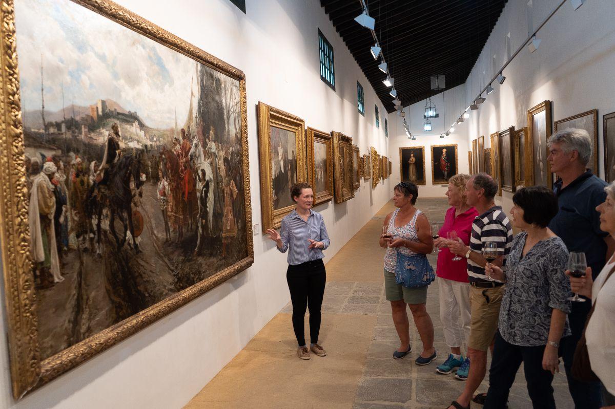 Tradición y jereces muy viejos entre cuadros de Goya y Velázquez.