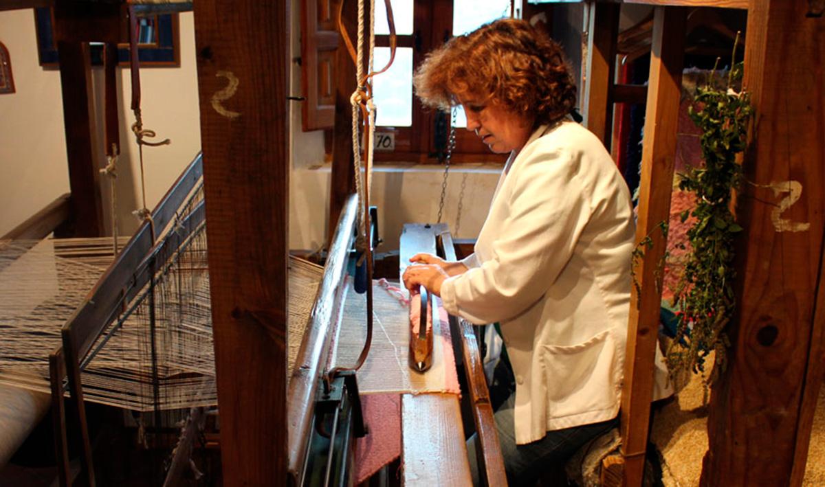 Aquí se trabaja con dos telares de doscientos años de antigüedad. Foto: Hilacar