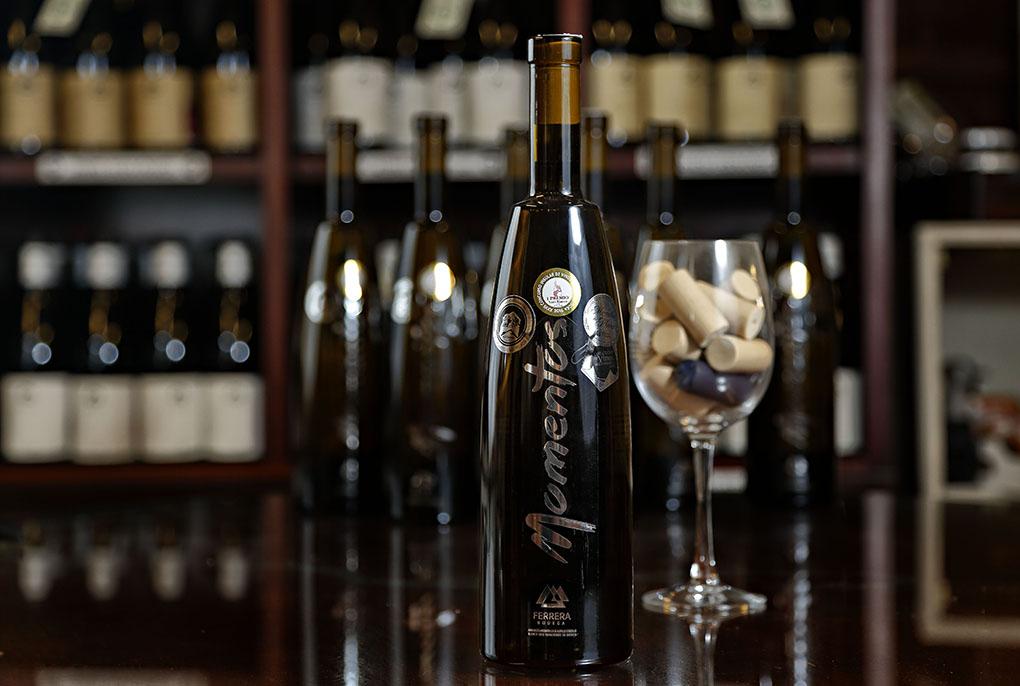 'Momentos', de malvasía aromática y albillo criollo, es la última apuesta de Bodegas Ferrera.