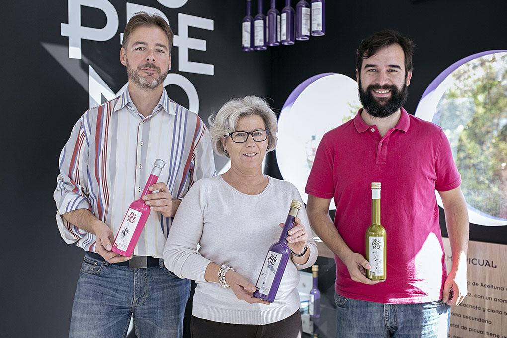 Alberto Molinero, María Dolores Carrillo (gerente de la cooperativa) y Andrés García. Foto cedida.