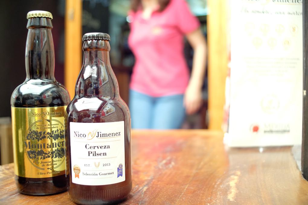 dos botellas de cerveza artesana que fabrica Nico Jiménez
