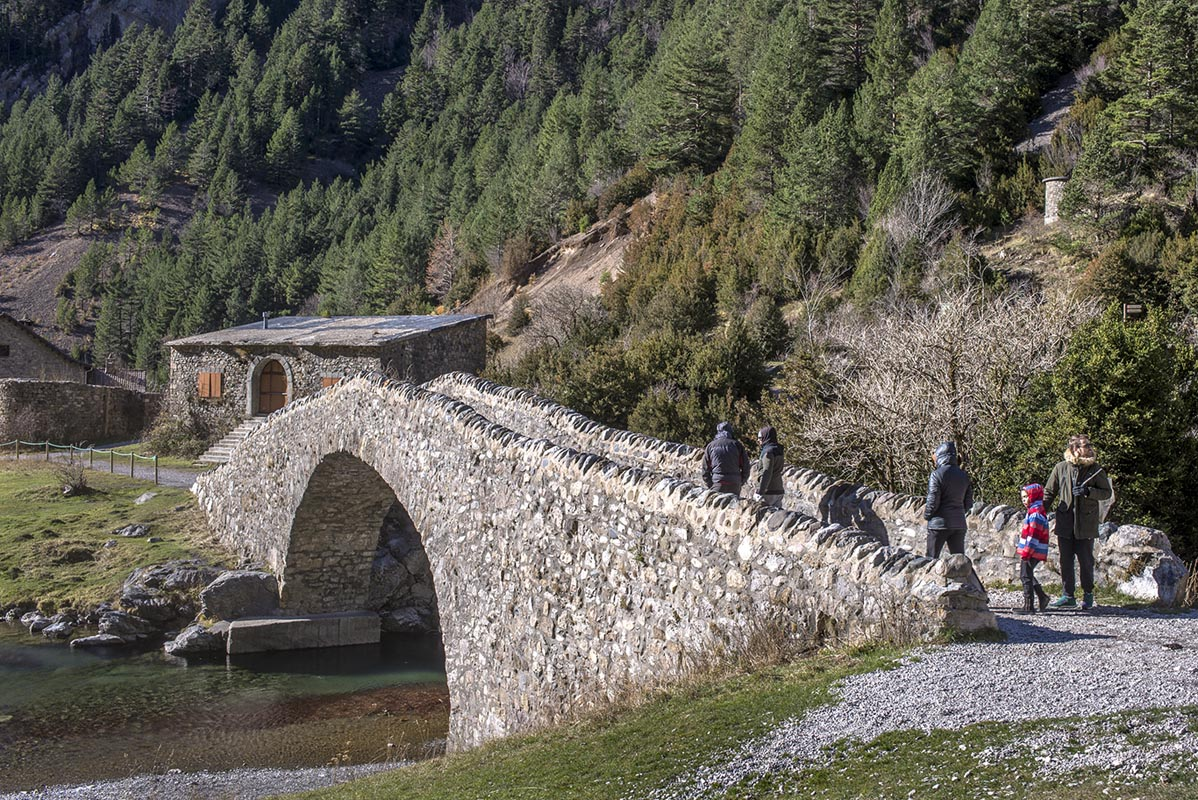 El Puente del refugio de San Nicolás y la ermita, un remanso al inicio o al final.