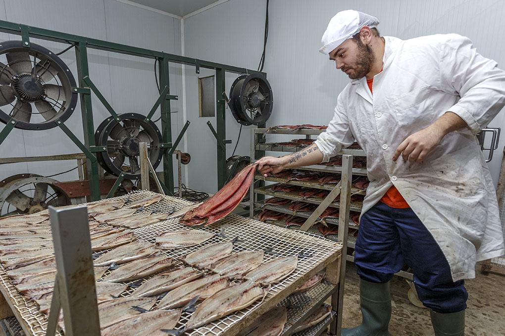 Los secaderos son del estilo tradicional, con ventiladores que no dan directamente sobre el producto.