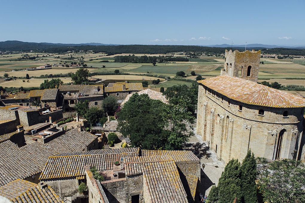 Panorámica aérea del municipio desde lo alto de la Torre de las Horas, el único resto del antiguo castillo.