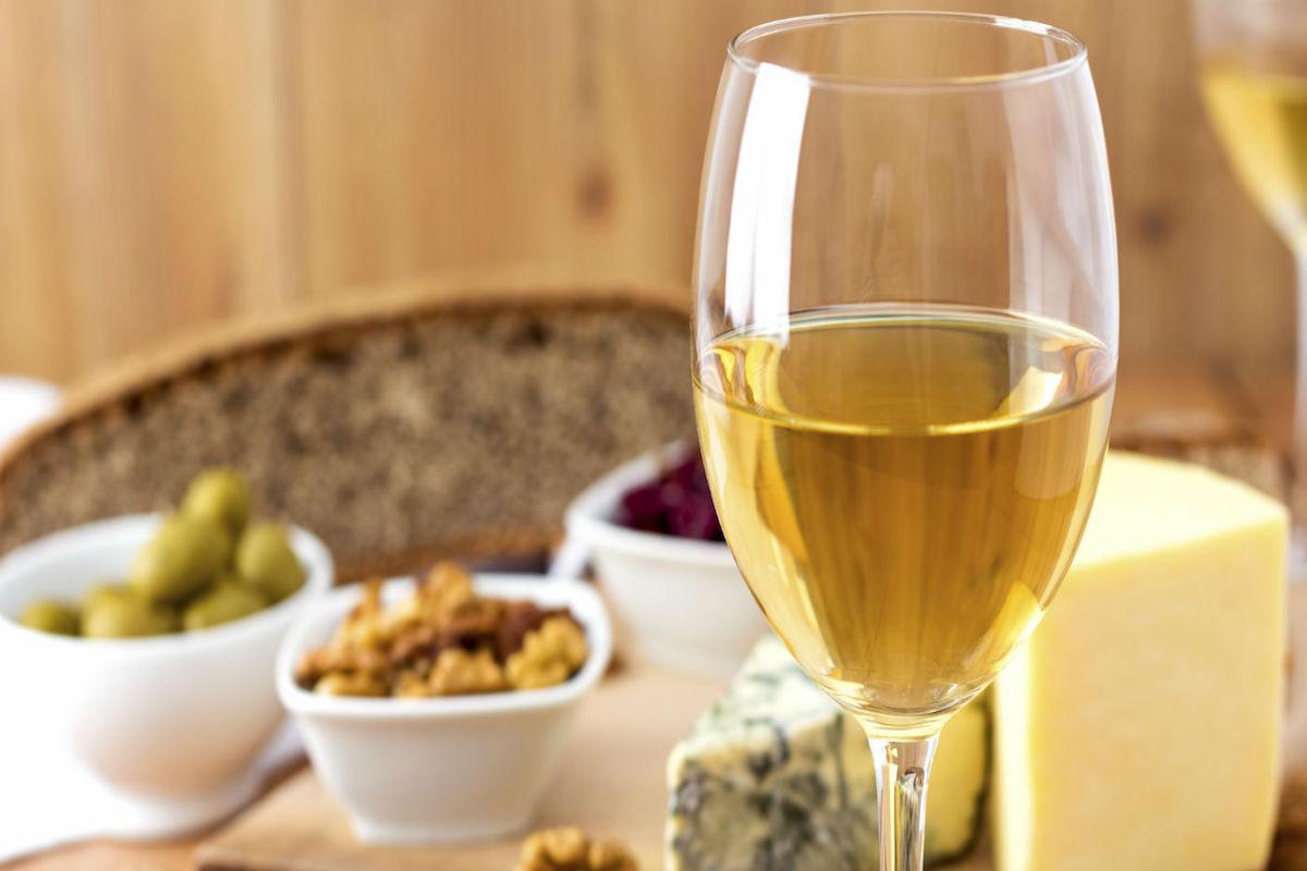 El vino blanco es el preferido para el aperitivo.