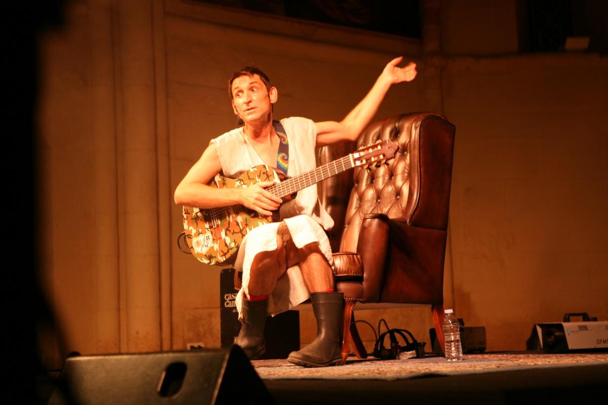 Albert Pla puso la nota musical a la inauguracion de la edición de este año. Foto: Manuel Vázquez.