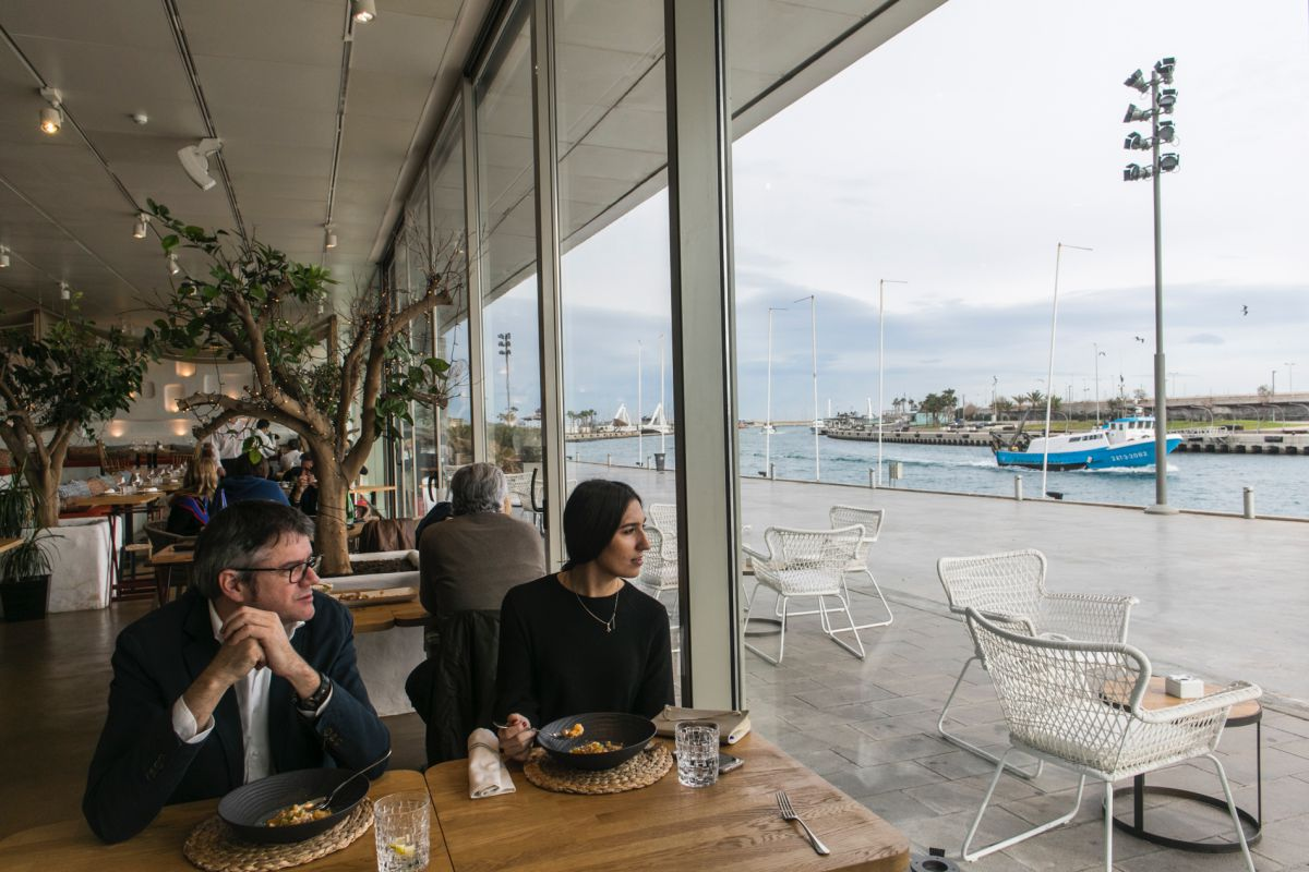 Javier de Andrés nos explica las vistas excepcionales que tiene, de La Marina, este restaurante.