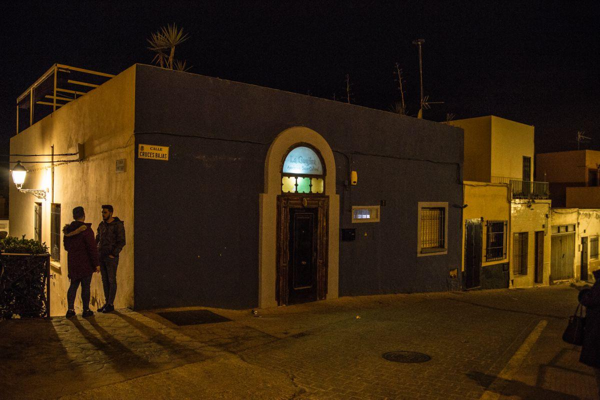 Entrada a la Asociación Cultural La Guajira, en Almería.