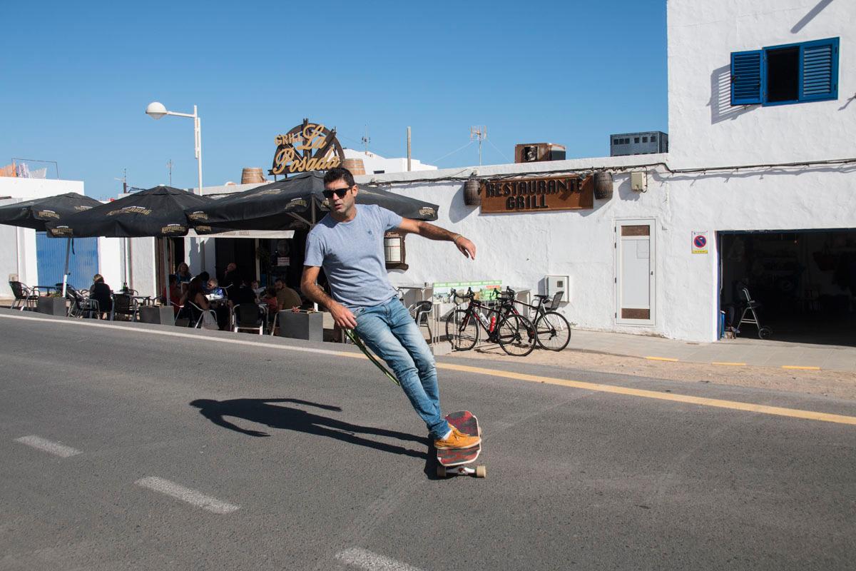 El ambiente en Caleta invita a practicar otros deportes.