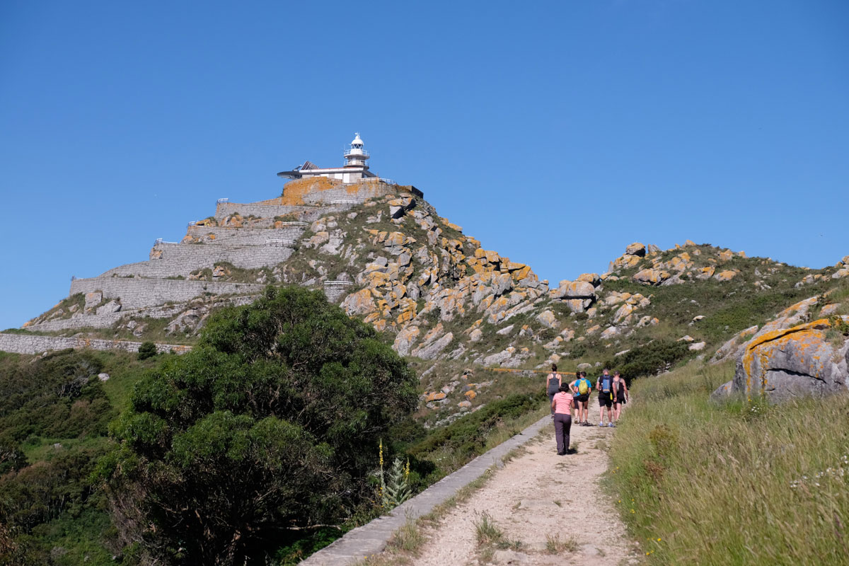 El gran Faro de Cíes, con su subida en zigzag, es el más fotografiado del archipiélago.
