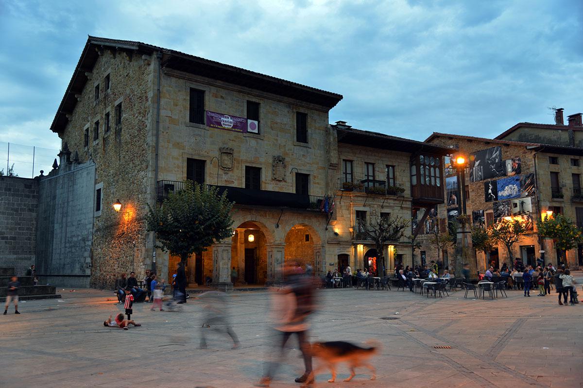 Amboto: Plaza Mayor de Elorrio. Foto: Alfredo Merino | Marga Estebaranz