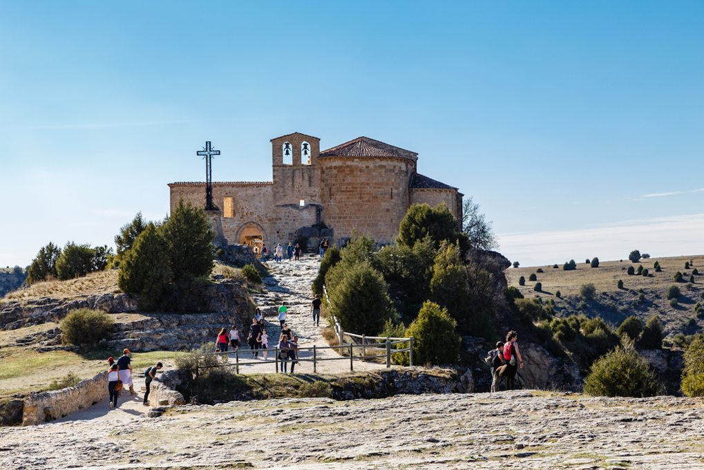 La Ermita de San Frutos, en uno de los meandros el río Duratón. Foto: shutterstock.