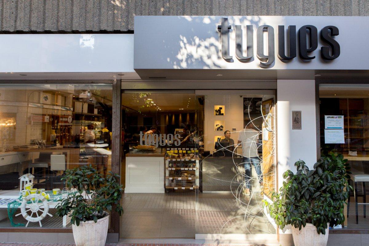 Pastelería y obrador Tugues (Lleida): fachada en la Avenida Alcalde Rovira Roure