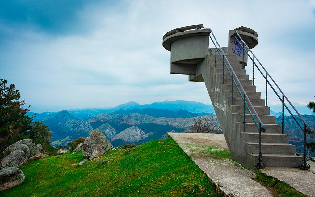 El mar Cantábrico y el mar de montañas que conforman los Picos de Europa. Foto: shutterstock.com